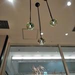 おたる政寿司 - [内観] 店内 天井のペンダントトップ
