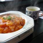 パーラージロー - 海老チリ丼(\680税込み)スープ付き