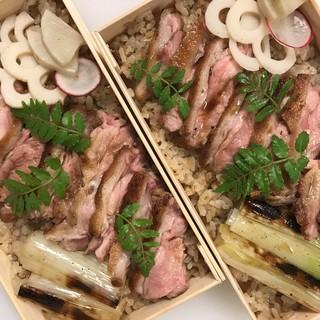 【田ぶち】の味をご自宅でも満喫。「焼鴨のせ炊き込みご飯」