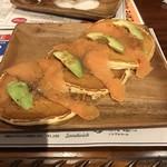 カフェ チャレンジャー 88 - アボカドとサーモンのパンケーキ1080yen♬