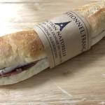 パネ・ポルチーニ - 生ハムとブリーチーズのフィセル367円