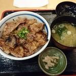 83858157 - 網焼き豚丼・醤油