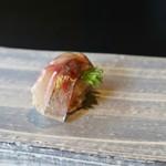 鮨 麻生 平尾山荘 - 鯵 女性でも食べやすいサイズで