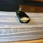 鮨 麻生 平尾山荘 - たいらぎの貝柱海苔巻き