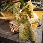 魚貝三昧 げん屋 - 春野菜の天ぷら       タケノコ、たらの芽、こごみ