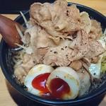 武士道 - 黒醤油麺中盛野菜大盛ニク天下盛+味タマ~♪