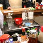 大衆酒場 よっちゃん - 氷作ってまーす