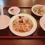 中国美食坊 聚珍楼 - 豚肉と木耳と玉子の炒め物定食