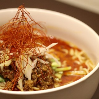 カレー餡とろ~り♪4種の食べ方が楽しめるカレー坦々麺!