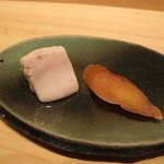 鮨 安吉 - イサキの白子と真子の唐墨