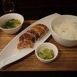 幻霜餃子文菜華 - 「柏産霜降り豚幻霜豚を使用した世界で唯一の焼き餃子」のセットです。