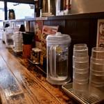 つけ麺専門店 三田製麺所 - 1階カウンター
