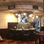 新宿ボンベイ - タンドール窯を囲むカウンター席