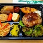 季節料理 新大阪 きらく - ハンバーグ弁当 500円 おかず