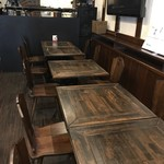 GEEEK - 奥にはテーブル席が並びます(2018.4.9)
