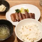 杜 - ■特上厚切り牛タン定食(塩)2180円