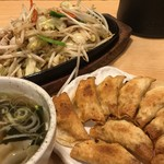 餃子 照井 - 餃子、野菜炒め、わかめスープ