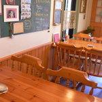 カントリーキッチン アン - テーブル席です