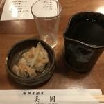 居酒屋美国 - お通しと日本酒(風がふく)