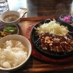 食堂 肉左衛門 - 2018/03 トンテキ 200g 1,000円