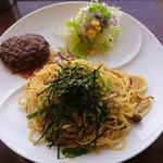 カフェ・ド・あいどる - ハンバーグ&お好みセット・きのこの和風スパゲッティ