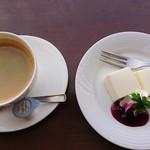 カフェ・ド・あいどる - レアチーズケーキ・珈琲(有機栽培)
