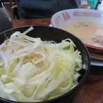 博多元気一杯!! - 野菜替玉150円。麺抜き野菜ラーメンもあります。