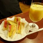サンシャイン - トーストサンドセット(ミックスジュースセット)1020円