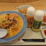 リンガーハット - 料理写真:野菜たっぷりチャンポンのミドルサイズとミニ炒飯、餃子セット