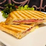 モンディアルカフェ328 - 焼き目とサクッと食感がいい!
