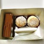 83896440 - ケーキの箱を開けるのってワクワクしますね❤︎                       中身がわかってても(笑)