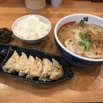 堺 塩元帥 - 料理写真:餃子セット950円(税込)