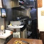 ニカカレーショップ - 厨房