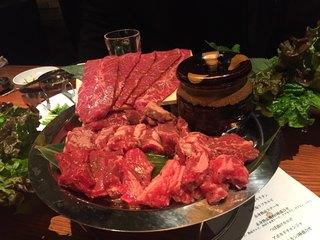 熟成焼肉 肉源 仙台店 - 2018年4月。肉源コースの焼肉盛り合わせ。