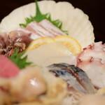 魚がし厨房 湊屋 - 【お刺身三点盛り@1,480円+税】〆鯖、烏賊、鰤など