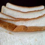 昭和ベーカリー - 食パン 耳アップ