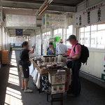 やり田 - 奥に進むと小湊鉄道への階段があります