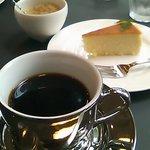 テオレマカフェ - 限定セットメニューのデザートとコーヒー