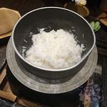 よね蔵 - 銀しゃり釜飯 1,280円+税  佐渡産極上コシヒカリ100%  村上産いくら  塩引き鮭