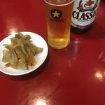担々亭 - ビンビール(中)500円と値段不明お通し搾菜