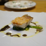 f - 甘鯛の松笠揚げ 蟹のワインソース仕立て