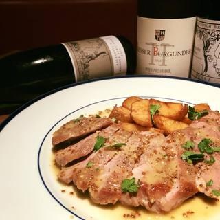 豚肩ロースのローストドイツの白ワインと粒マスタードのソース