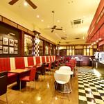 四川飯店 - カジュアルな空間でダイニングのどこからでも見えるオープンキッチンが魅力