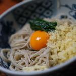 ほづみ 松琴亭 - ここのたぬきそばは岐阜のスタイルとはちょっと違います。生卵入り♥