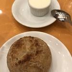 83922294 - パンと発酵バター