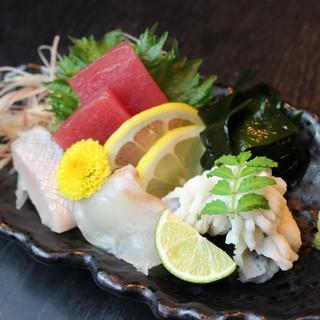 本日入荷の鮮魚・お造り、一品料理ご用意しております!