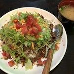 ラウンジ ハロー 報得川 - 料理写真:《タコライス》700円 味噌汁・ドリンク付き