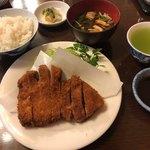 加津味 - ロースカツセット 1,836円 ライス、赤出汁、サラダ、漬物付き