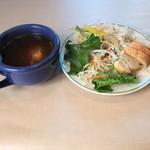マリーザ浜名湖 - サラダとスープです。スープは何時も好みで無かったけど、今回は美味しかった。(^^)