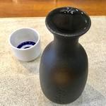 立呑旬鮮 すーさん - 「日本酒」(常温、300円?)。